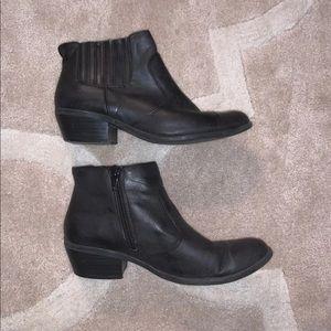 Black heel ankle booties!